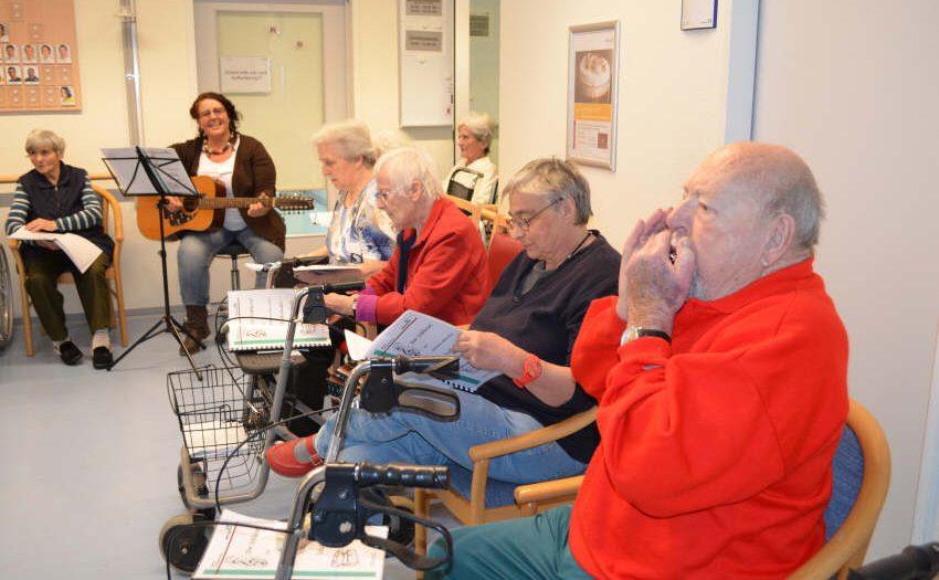 Musiktherapie - mit Gesang und Mundharmonika