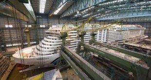 Neues Kreuzfahrtschiff - Ausdocken der AIDAnova