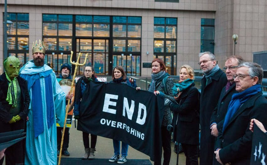 Meeresgott Poseidon besucht EU-Fischereirat