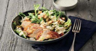 Fit ins Frühjahr - Caesar Salad - beliebter Klassiker