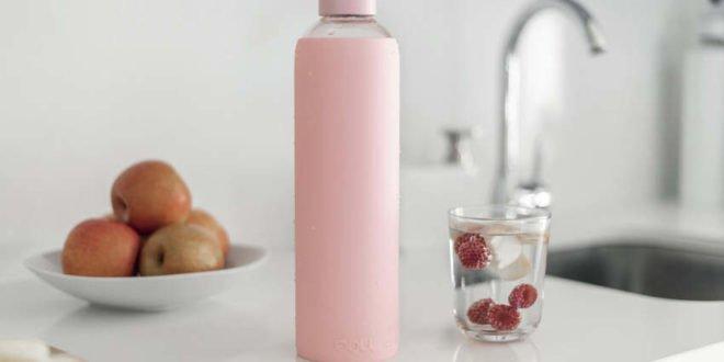 Mit einer Trinkflasche aus Glas gesund leben
